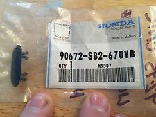 NEW NOS GENUINE HONDA 92-95 CIVIC LICENSE PLATE PLUG CLIP PART # 90672-SB2-670YB