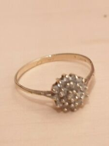 9ct gold cluster ring CZ