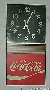 Vintage 1979 Coca-Cola Advertising Lighted Wall Clock WORKS & DISPLAYS WELL