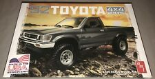 Amt 1992 Toyota 4x4 Pickup 1/20 scale plastic model car truck kit new 1082
