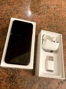128 GB iPhone 7 Unlocked W/ TWS EarPods pro
