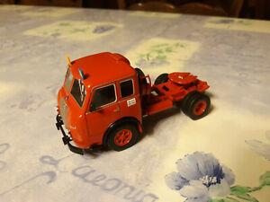 1/43 Camion Tracteur PEGASO-Mofletes rouge (IXO - Chine)