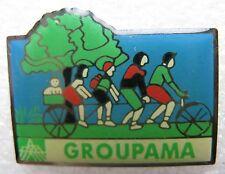 Pin's Assurance Groupama Famille en vélo chien #304