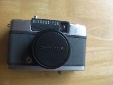 """VINTAGE 1960/70s Grigio in Pelle OLYMPUS PEN-EE """"S"""" 35mm fotocamera (907955)"""