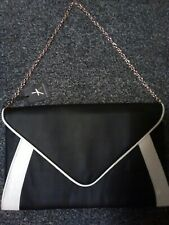Ladies Cluth Bag Monochrome Atmosphere Shoulder chain strap Black and White
