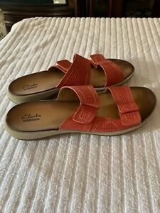 Clarks Collection Beige Leather Two Strap Slide On Sandals Hardly Worn 9.5W