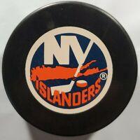 NY NEW YORK ISLANDERS VINTAGE OFFICIAL INGLASCO VEGUM MFG. NHL HOCKEY PUCK