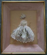 Ancien Tableau Gravure de Mode Habillée encadrée sous verre Robe de mariée soie