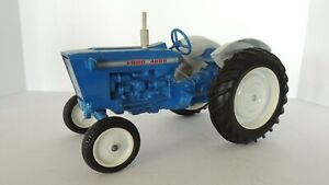 Ertl: Ford 4000 -1:12 - Tractor - Solid Grill - Rubber Tires
