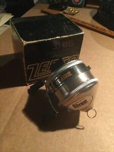 ZEBCO 33 SPINCAST FISHING REEL w Stren Sticker and Box 1970 ?