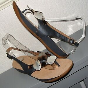 clarks ( active air ) toe post style sandals size 6 NEW NO BOX