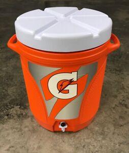 Brand New Rubbermaid Gatorade 10 Gallon Cooler