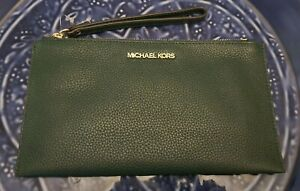 NEW MICHAEL KORS JET SET  LARGE ZIP CLUTCH WRISTLET RACING GREEN LEATHER $ 98.00