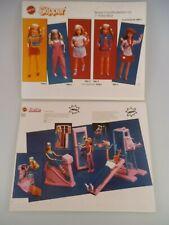 2 Barbie Werbetafeln Fitness Center & Skipper Freizeitkollektion (4103)