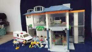 PLAYMOBIL 4404 LARGE HOSPITAL / CLINIC PLUS 5681 AMBULANCE WITH LIGHTS & SOUNDS