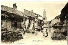 CPA 74 Haute-Savoie Yvoire Une rue à Yvoire animé