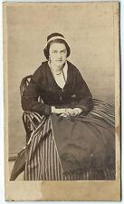 photo cdv une jolie arlésienne vers 1860 - Arles - jupon ruban Arles costume