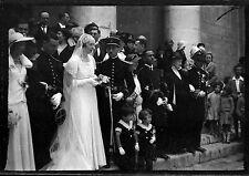 Mariage parvis de l'église militaire  - Ancien négatif photo an. 1930
