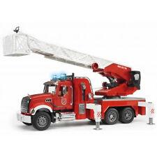 Mack Granite Feuerwehrleiterwagen mit pumpe 02821 Bruder
