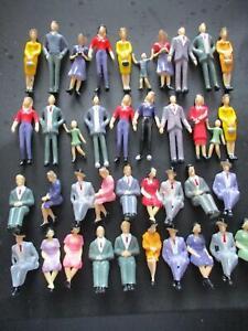 1/32 Scalextric SCX CARRERA Type Spectator Figures 20 Standing 20 Sitting NEW