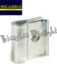 8425 - PIASTRA FISSAGGIO MARMITTA A SILURO VESPA 50 125 SPECIAL R L N ET3
