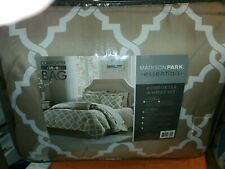 Madison Park Full Size Bedding Set 7 Piece Comforter, Shams, Skirt, Pillows NEW