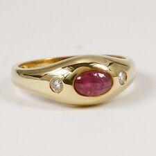 Klassischer Ring in 585 Gold mit Rubin-Cabochon und Diamant 0,08 ct. w.P1