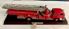 Franklin Mint 1:32  - 1954 American LaFrance Ladder Fire Truck w/base