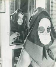CLAUDIA CARDINALE LE FATE 1966 VINTAGE PHOTO ORIGINAL #15