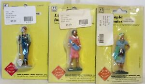 3 ~ ARISTO FEMALE FIGURES ~ LEANING ON SHOVEL ~ W/BABY ~ IN BLUE ~ G SCALE ~ NOS