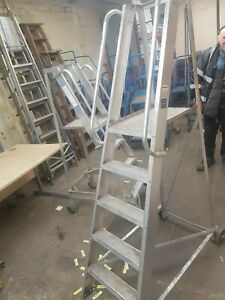 Heavy duty Wearhouse steps - USED very good condition Sliver