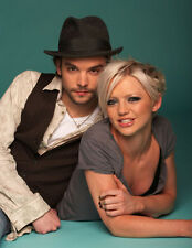 Hannah Spearritt and Andrew Lee Potts UNSIGNED photo - H2849 - Stars of Primeval