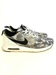 Nike Air Max Tavas Mens Running Shoes Size 9 M Black White 742781-100 MINT