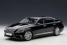 Lexus LS 600 Hl  2013 Noir  AutoArt 1/18