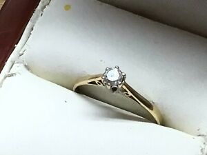 A Pretty Vintage 9ct Gold and Diamond Solitaire Ring, Size L.1/2