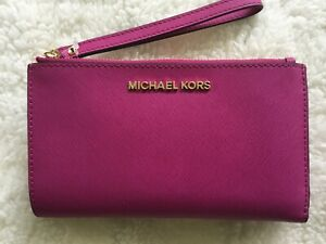 MICHAEL KORS JET SET TRAVEL DOUBLE ZIP WRISTLET WALLET LEATHER FUSCHIA
