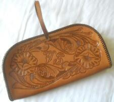 SUPERB VINTAGE 1970S CRAFTSMAN TOOLED TAN LEATHER BAG WRIST STRAP FLOWERS DESIGN