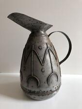 Ancien grand Broc de chai pichet de vigneron métallique cave vin art populaire ²