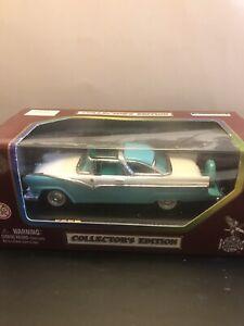 1/43 scale Road Legends 1955 Ford Fairlane Crown Victoria - White/Green
