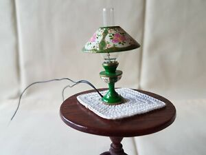 Dolls house artisan Victoria Fasken table lamp with shade & wired