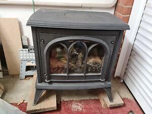 Gazco Ashdon Log effect gas stove - model number 8546 - balanced flue