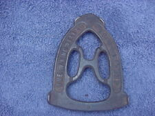 VINTAGE W H HOWELL CAST IRON SAD IRON TRIVER