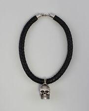 Silberner Totenkopf mit Lederhalsband 99825383
