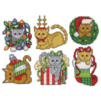 Design Works Plastic Canvas Ornament Kit CHRISTMAS KITTEN Complete Kit