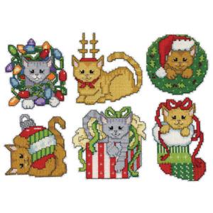Design Works Plastic Canvas Ornament Kit CHRISTMAS KITTEN Complete Kit