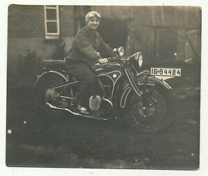 Foto - Dame mit Motorrad - ca. 1930er