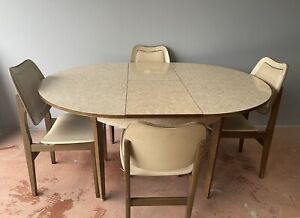 VINTAGE RARE EXTENDING ROUND OVAL DINING TABLE & 4 CHAIRS * FREE DELIVERY *