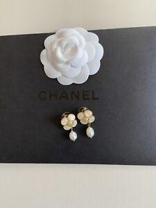 Original Coco Chanel Vip Gift Perlmutt Ohrringe Gold mit Stempel • Neu •