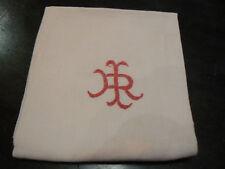 ancien monogramme IR rouge brodé sur serviette coton