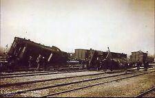 photo d'un déraillement . chemin de fer. train . catastrophe ferroviaire